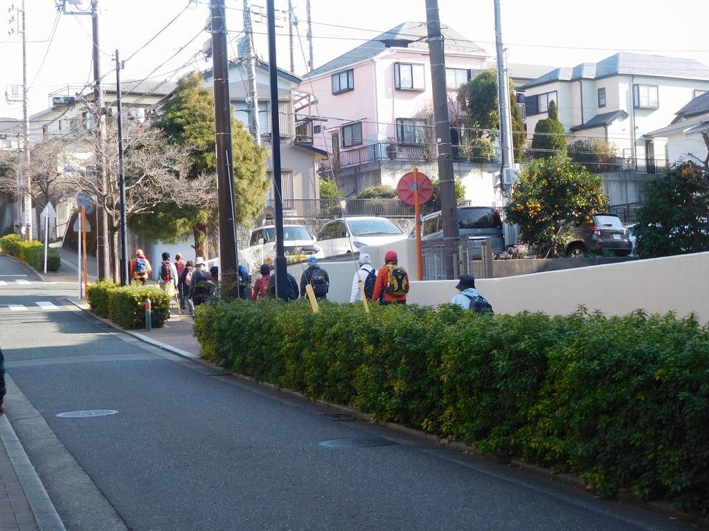 一班は「おさかな広場」の手前の急坂へ
