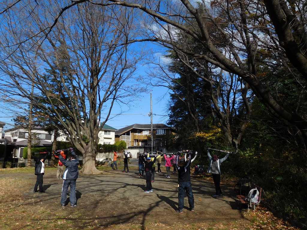 青空が綺麗な市が尾町公園でクールダウンし散会