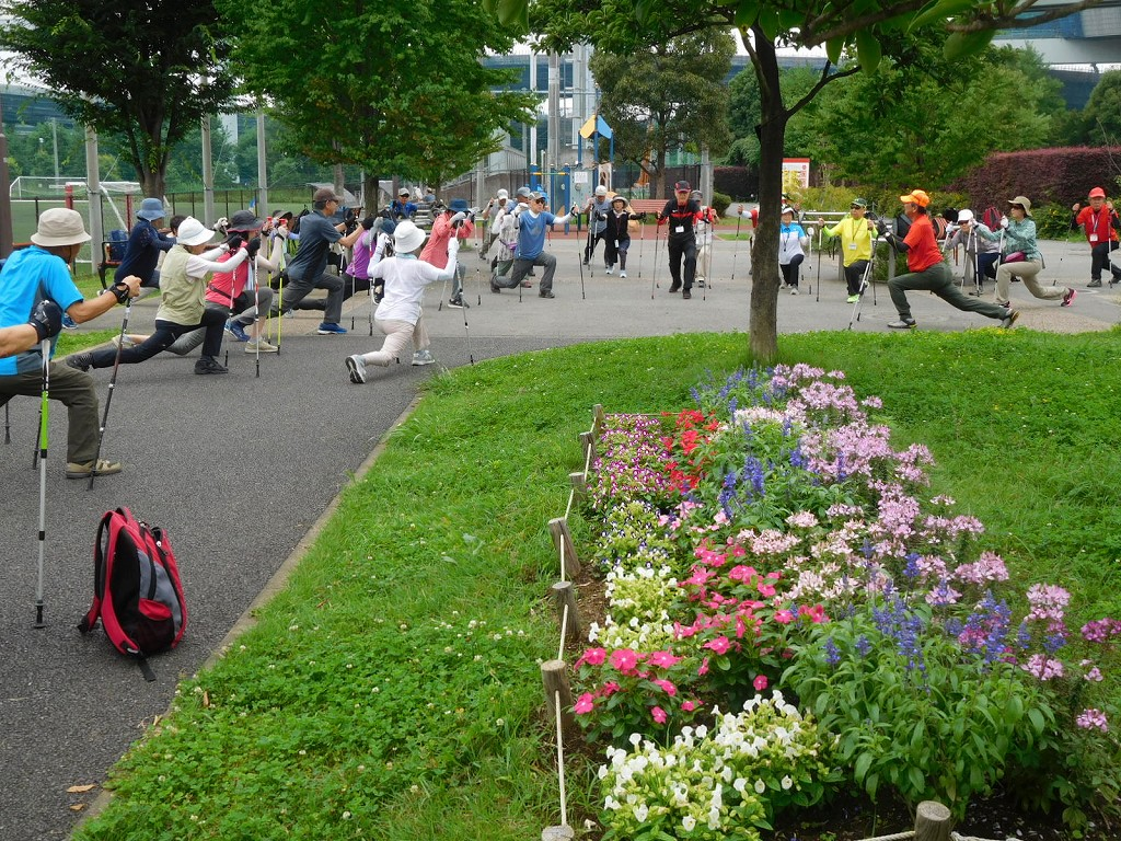 谷本公園でウォーミングアップ 手入れされた花壇が綺麗です