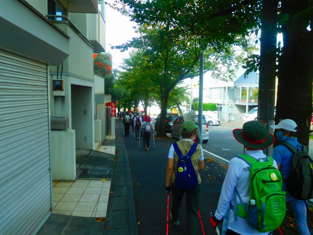 青葉台一丁目を桜台に向かって歩く