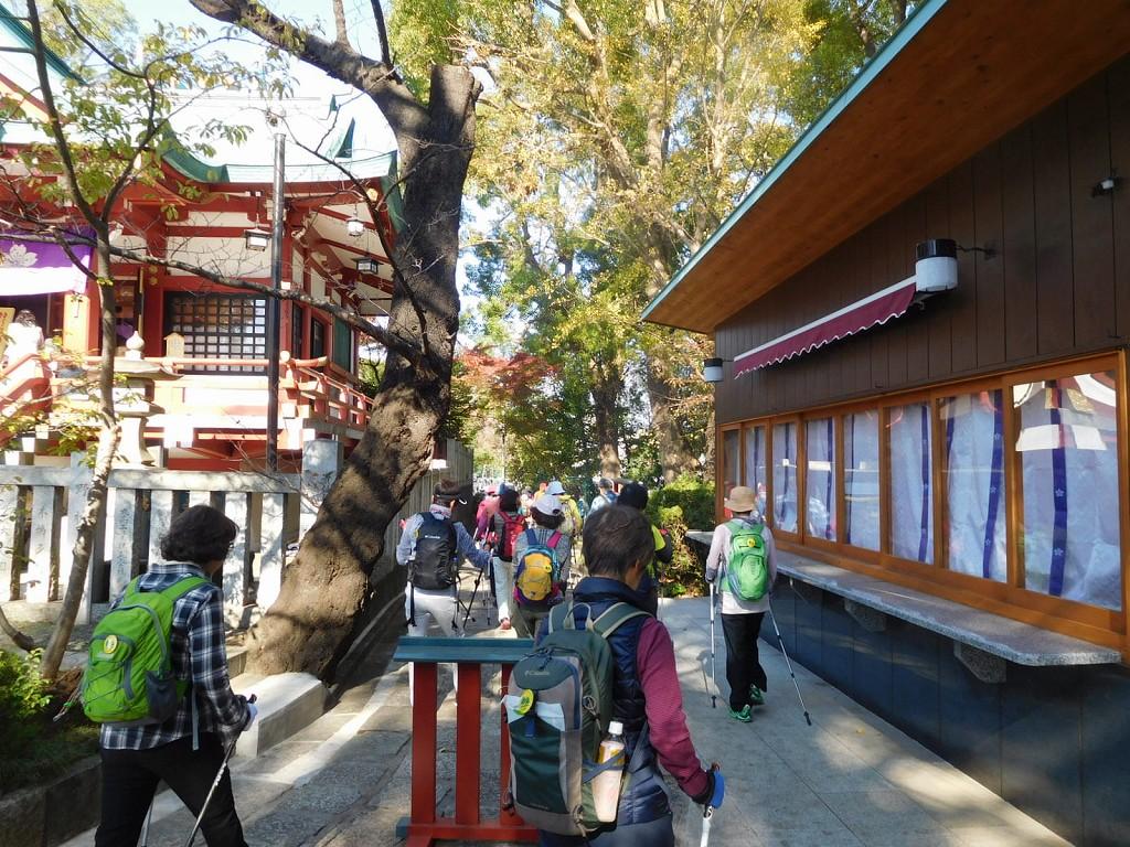 神社横を通り多摩川台公園へ向かう