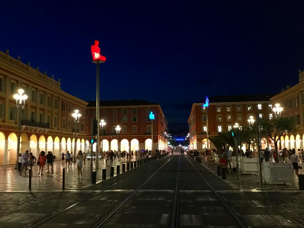 ニースの中心地マセナ広場の妖艶な夜