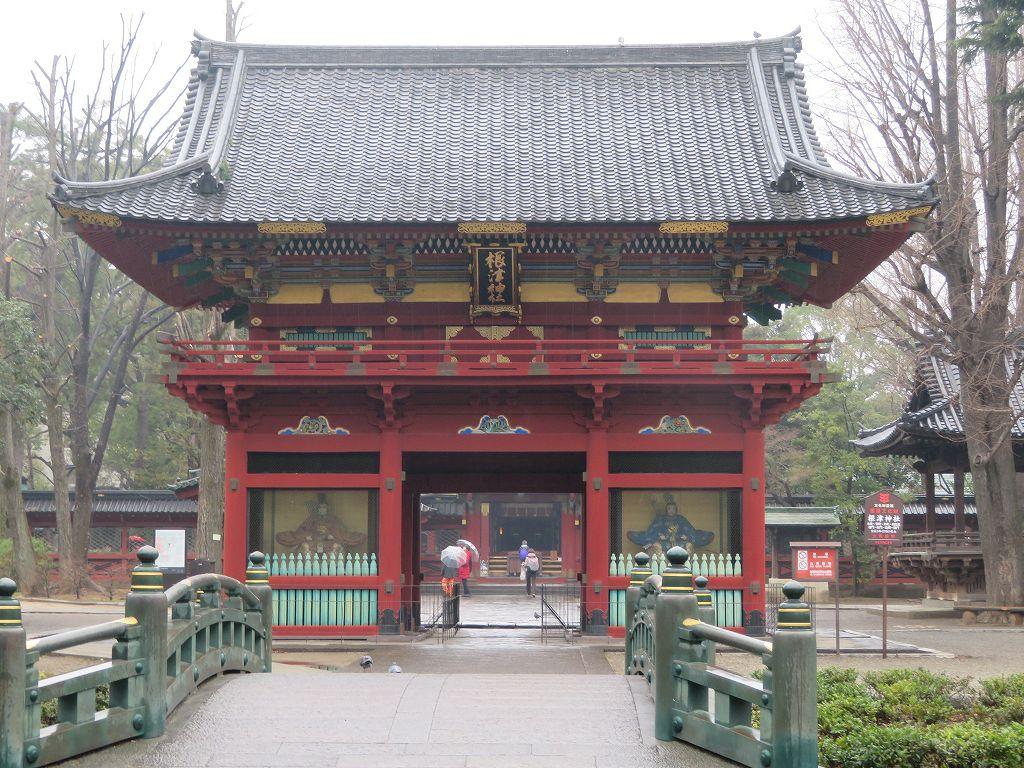 根津神社(神橋・山門・本殿が一直線)