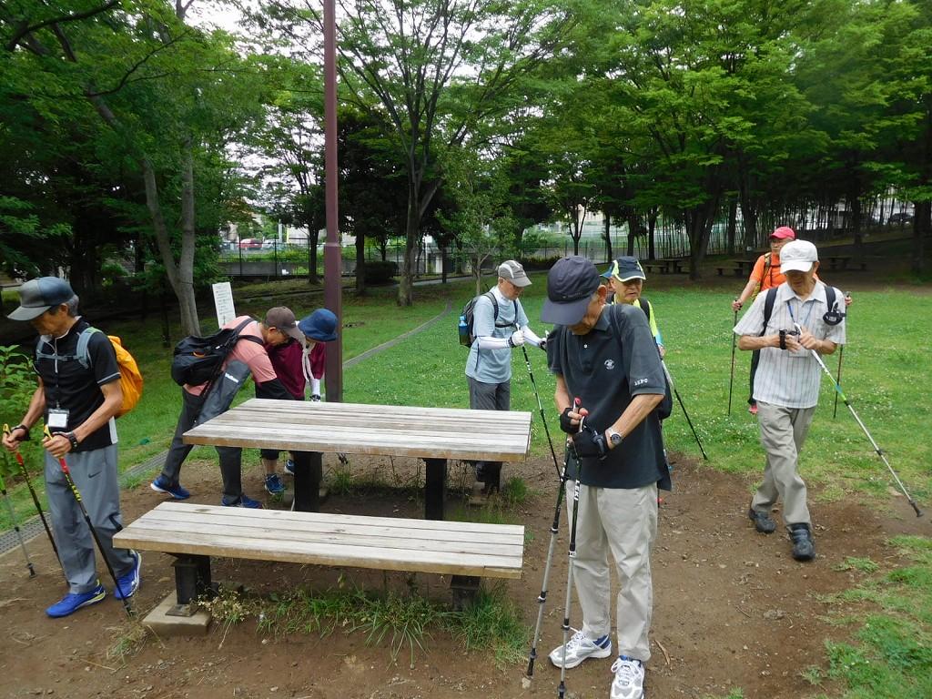 猿田公園で休憩後スタート準備する会員