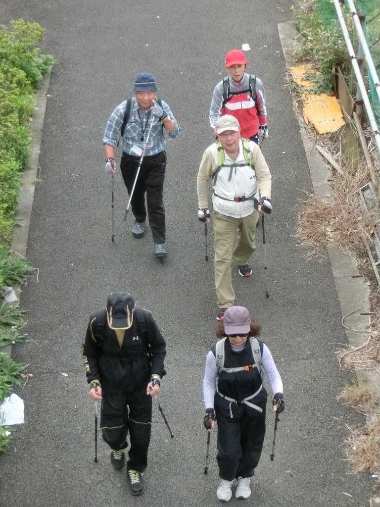 川和駅手前の陸橋からパチリ 手を振ってくれた人もいました
