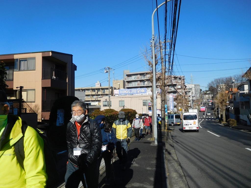 市ヶ尾町住宅街を歩く