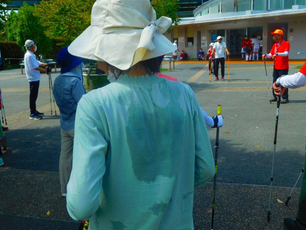 谷本公園到着 RKさんの背中は汗で濡れています