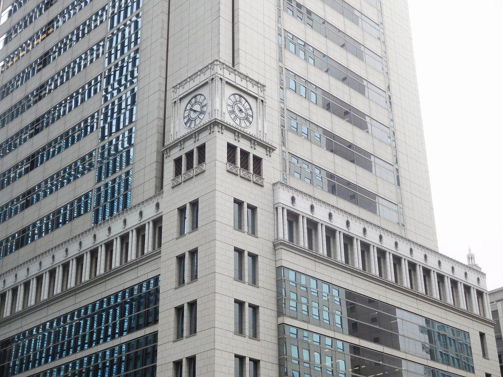 大手町野村ビル(旧日清生命館) 昭和7年竣工 時計周りの装飾が見事
