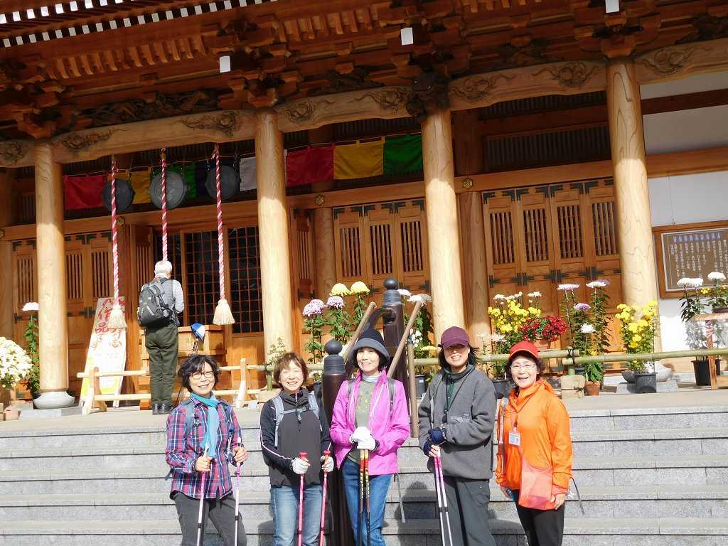 祥泉院の菊に勝る5人の笑顔!!