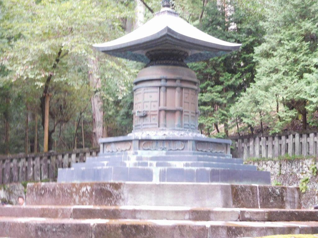 奥社宝塔 家康の霊の安置所