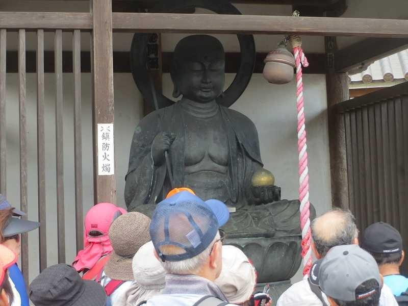大林寺横にある延命地蔵 地蔵様にしては大きいですね