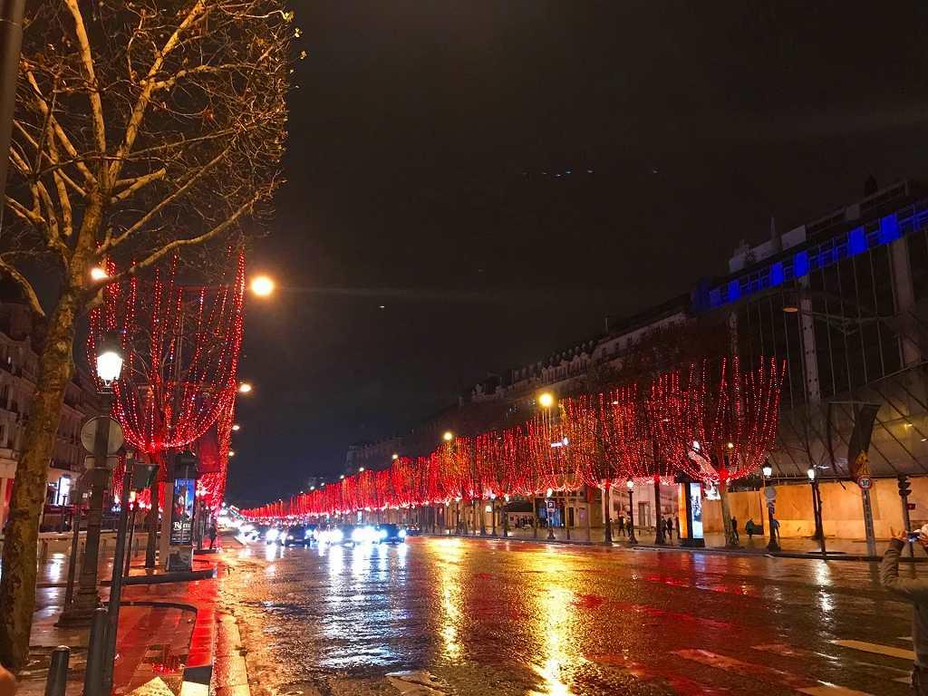 革命前夜のパリシャンゼリゼ通り