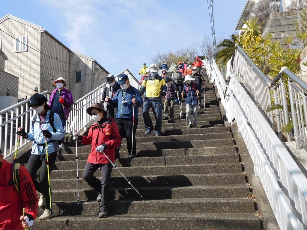 この階段上で本日3度目の富士山を眺めました