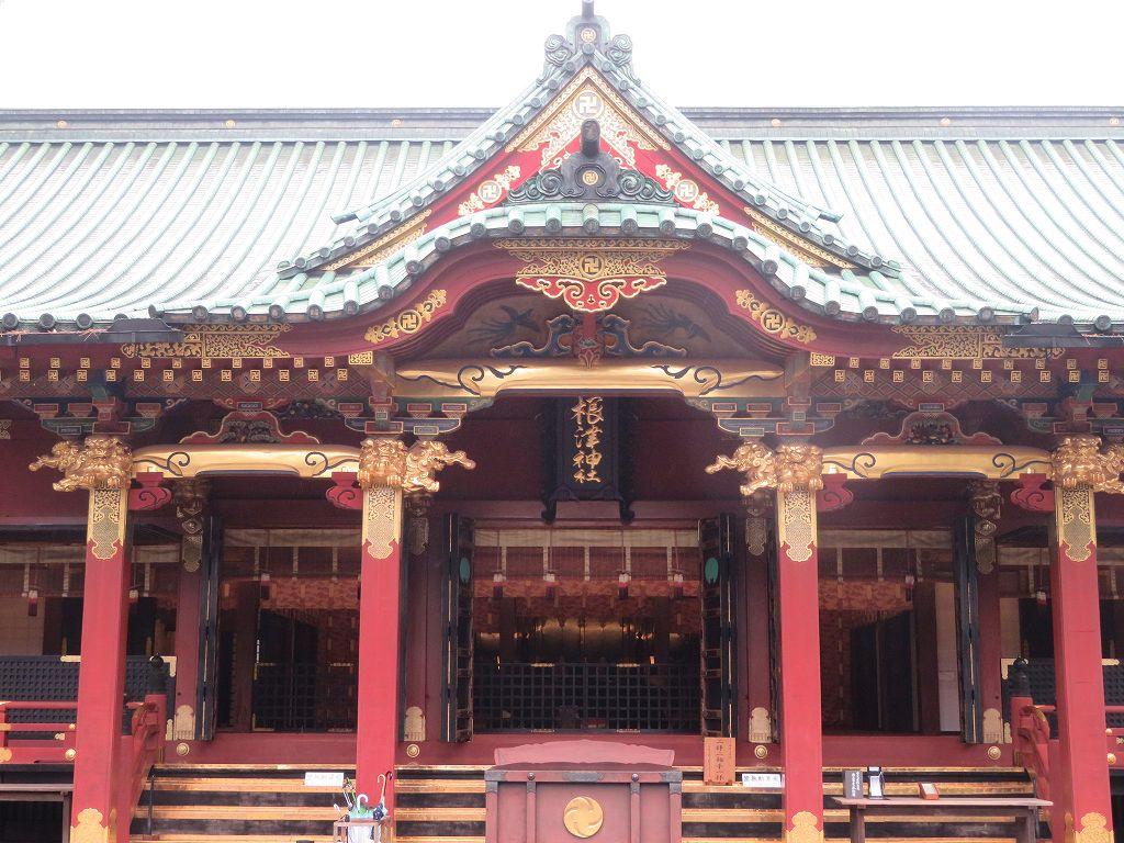 本殿も卍(神仏習合の名残で神社に仏教の卍がある)