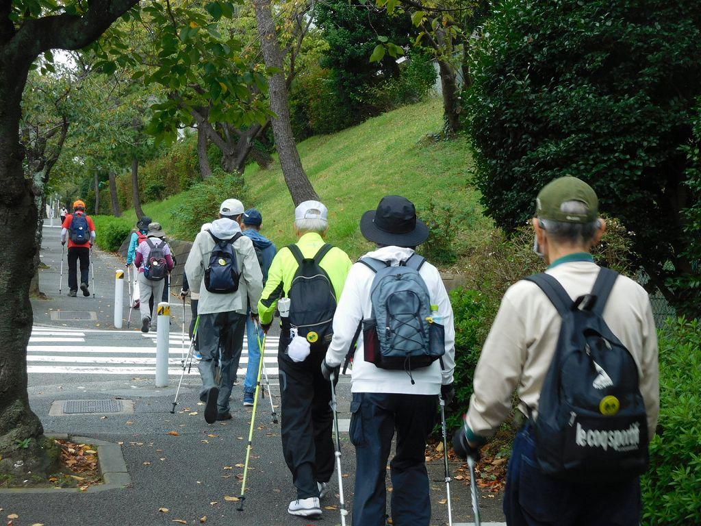 桜台公園に向かって坂道を上っていきます