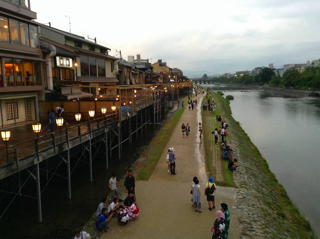 鴨川の夕涼み