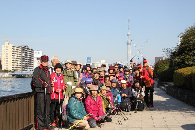 隅田川テラスで集合写真 全員写っていますか?