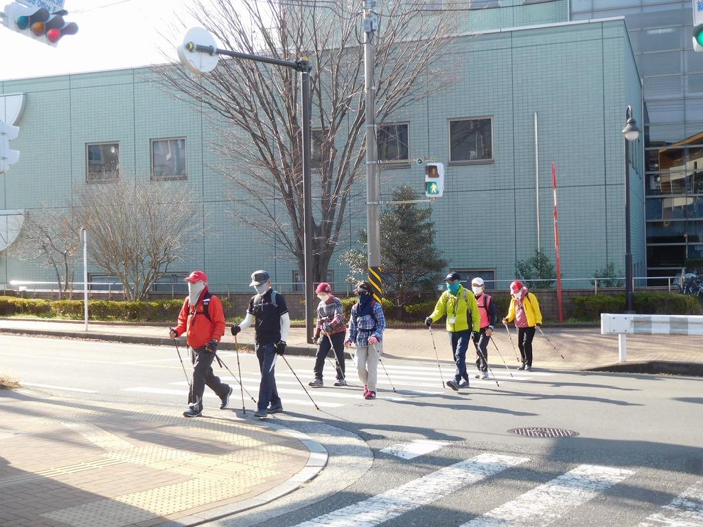 二班は青葉区役所の交差点を歩いてます