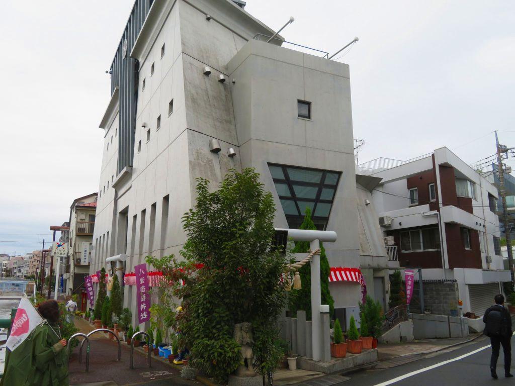 このビルが神社です