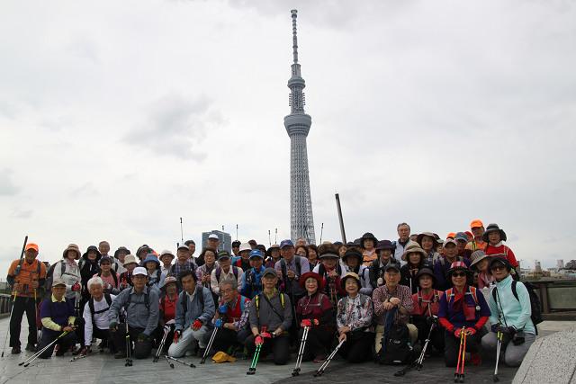 スカイツリーのビユースポット桜橋で2回目の集合写真