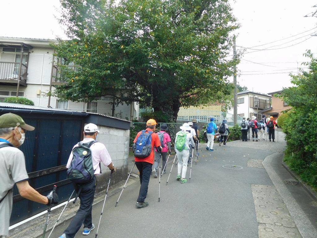 上市ヶ尾町 住宅地を歩く