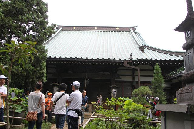 「妙楽寺」に到着 先ず水分補給