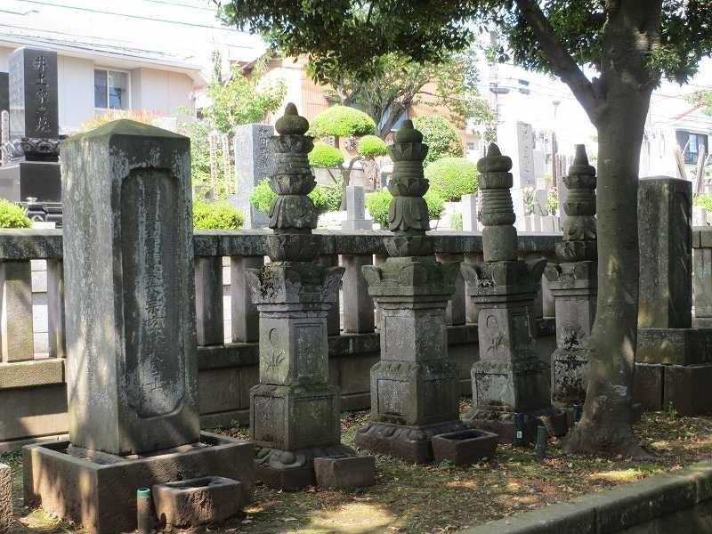 領主岡野家の殿様の墓所 横浜市の地域史跡に登録されています