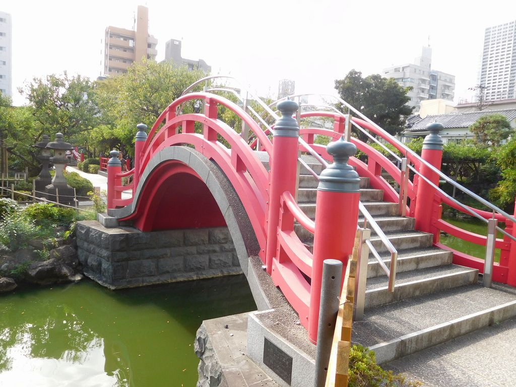 同上 男橋(過去)・女橋(未来)の太鼓橋が有名