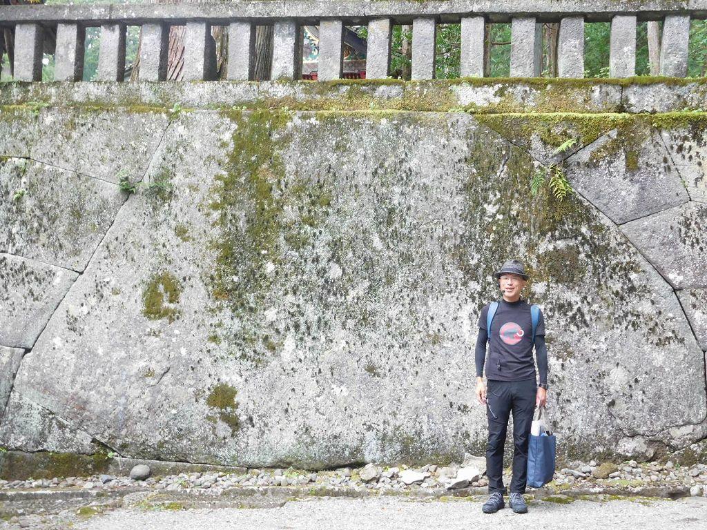 東照宮最大の石垣の石 大きいですね