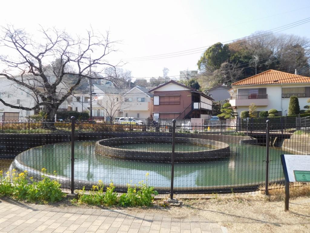 昭和16年に完成した久地円筒分水