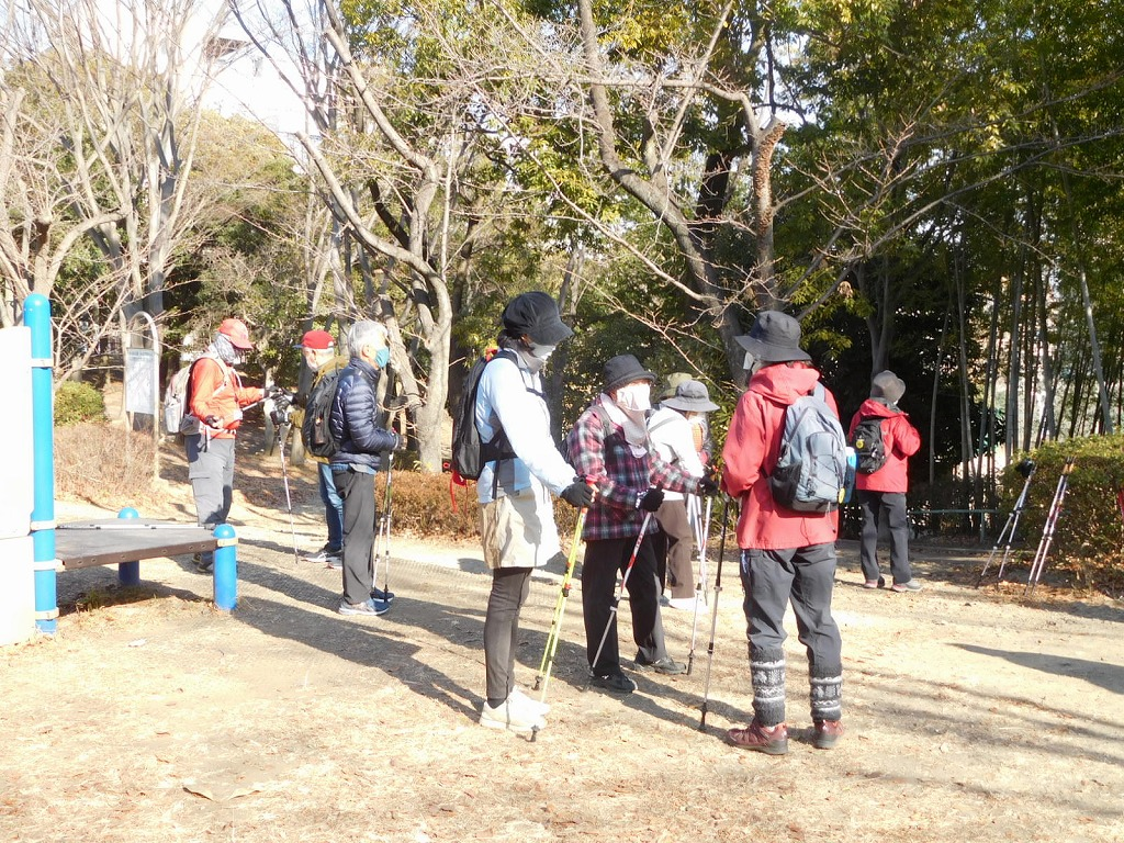 初めての荏田富士塚公園で休憩 春は桜が綺麗ですよ