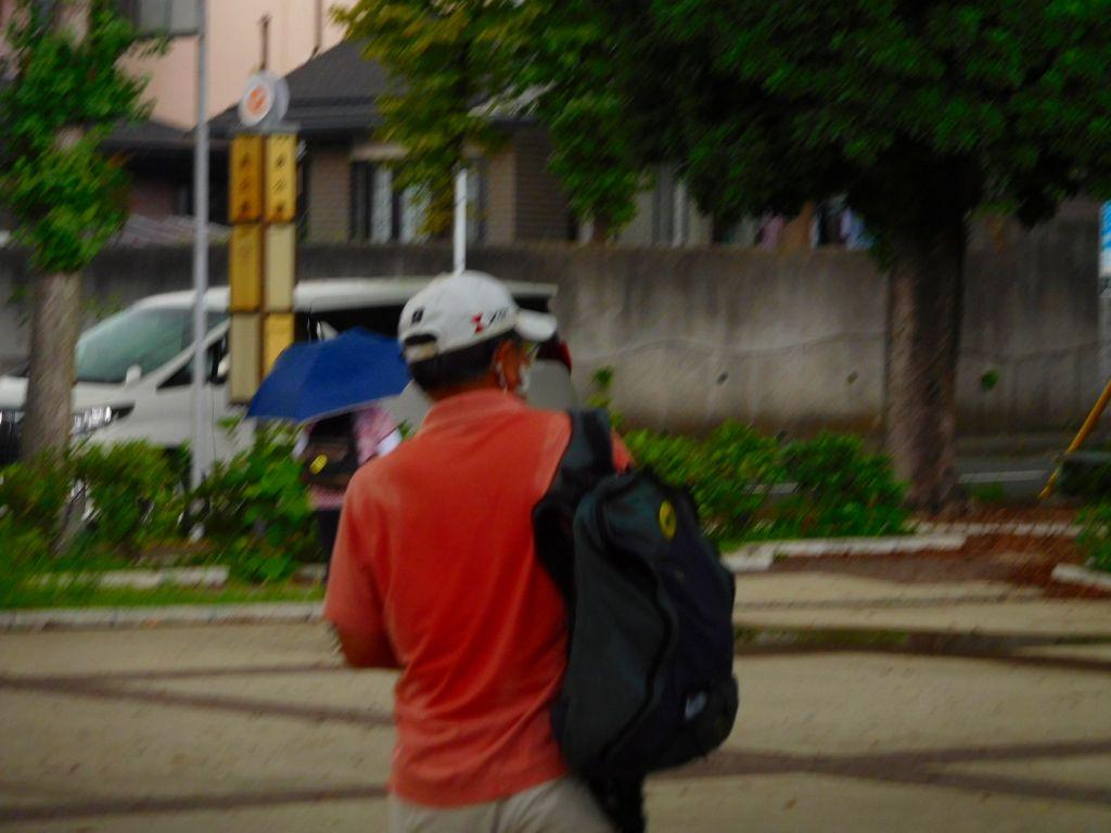昨日も参加のTさんの背中も汗で濡れています お疲れ様!