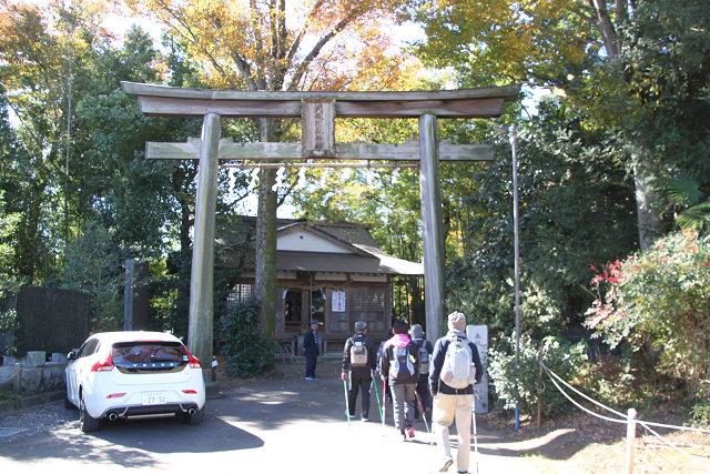 七五三参りで賑わう阿蘇神社に到着