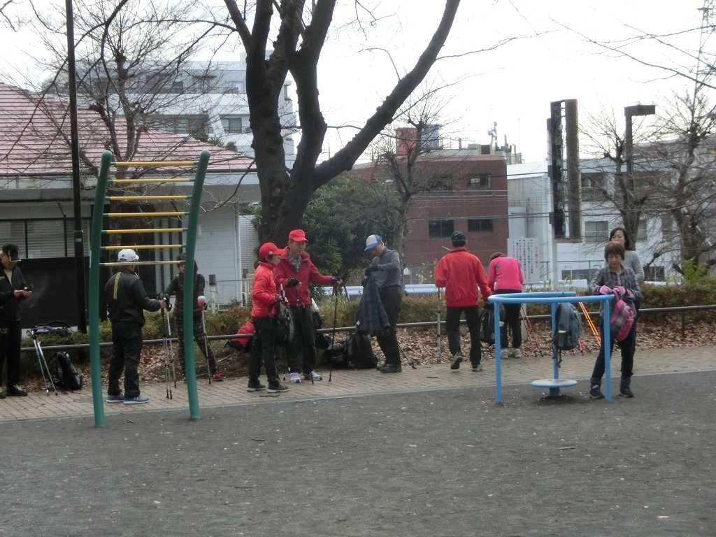 市が尾第三公園でクールダウンし解散