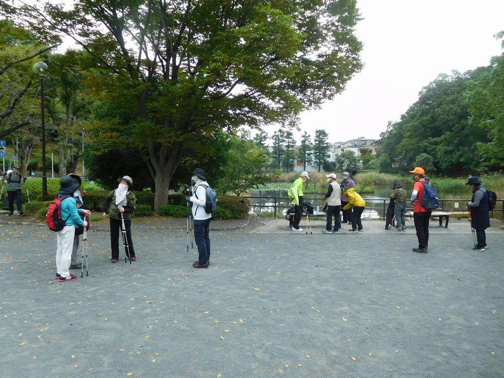 もえぎ野公園で休憩 池には水鳥バンも居ました