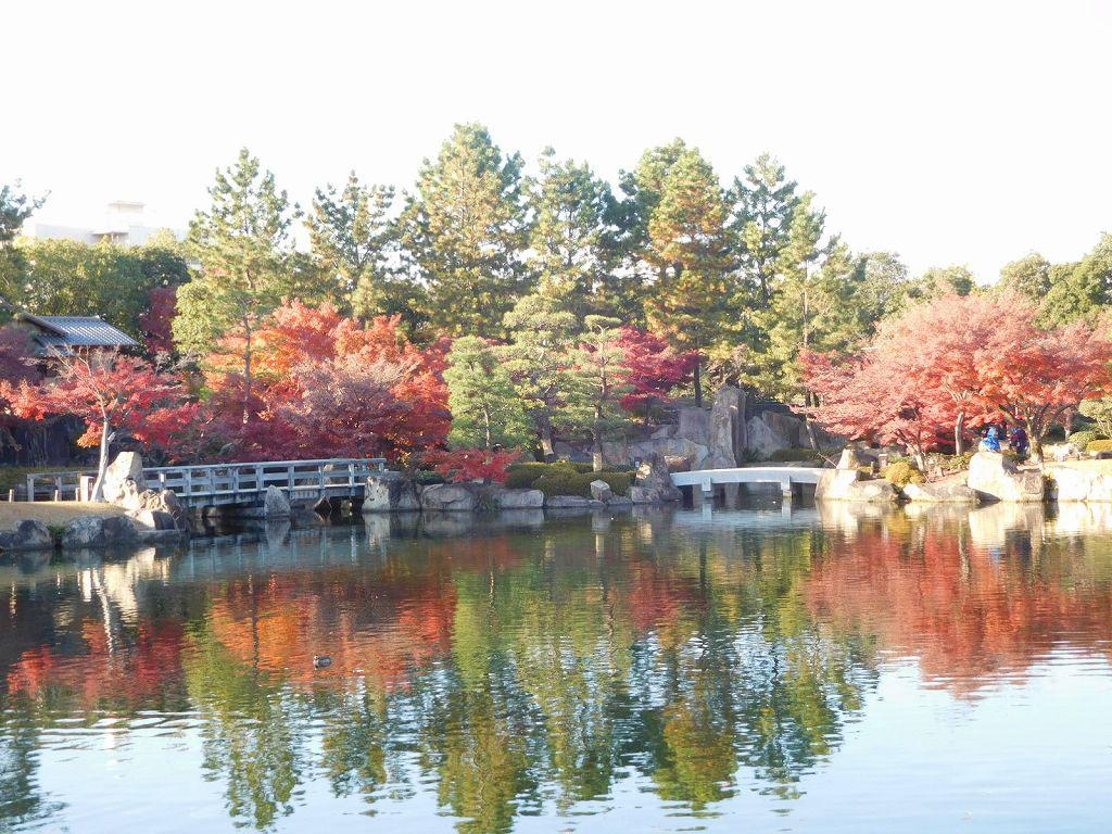 龍仙湖 伊勢湾に見立てた「池泉回遊式庭園」大曾根の滝から流れ着く