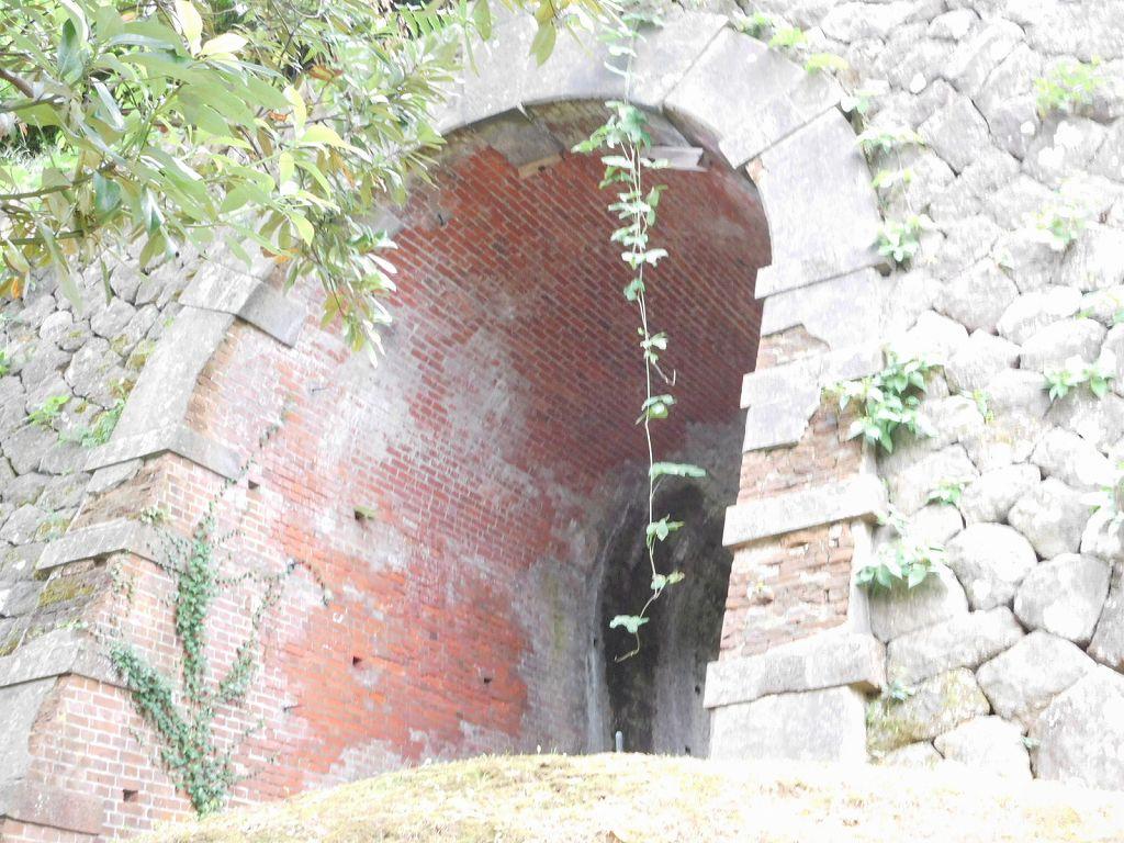 同上 旧陸軍施設のレンガトンネル