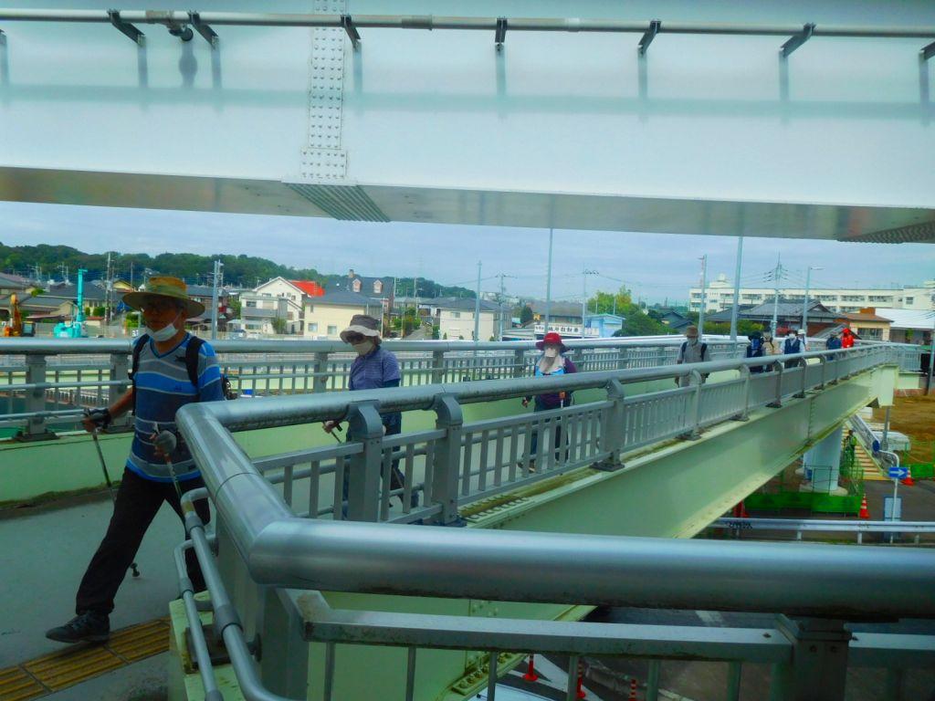 川和駅陸橋を歩く