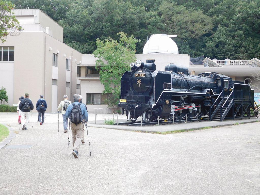 かわさき宙と緑の科学館の前で「D51」機関車が迎えてくれました