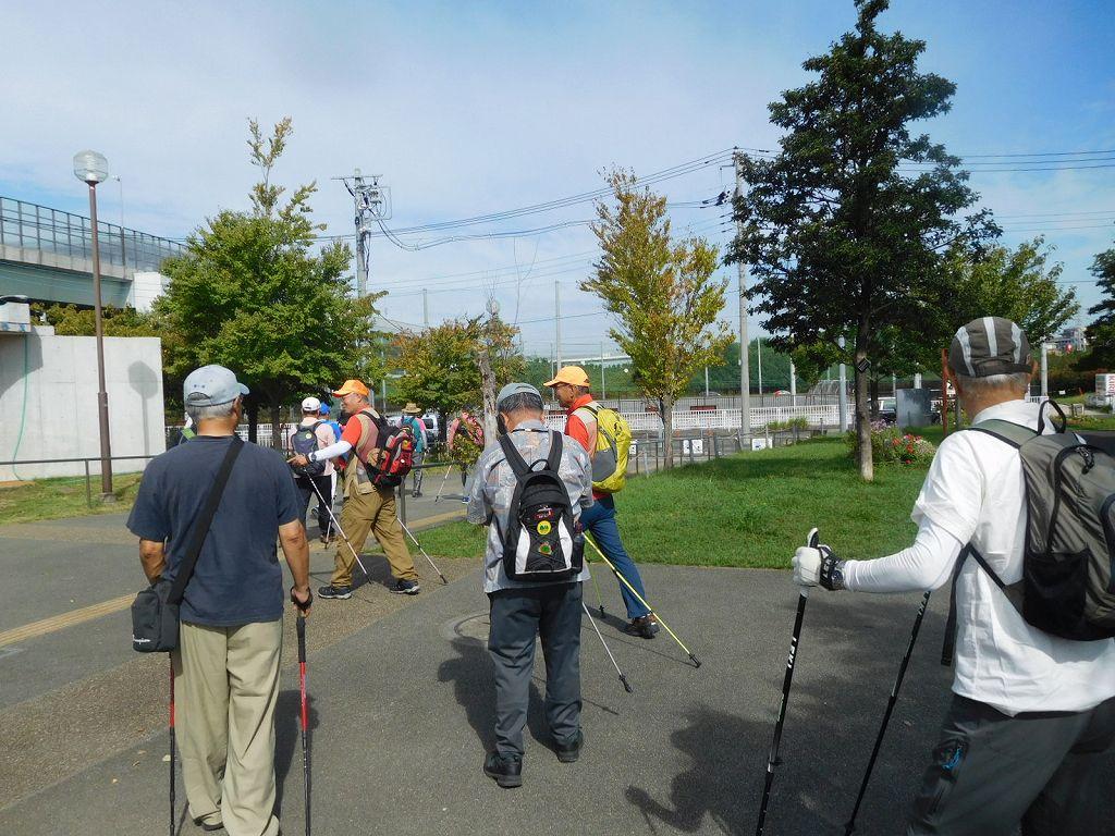 谷本公園でWU・筋トレ後 2班体制でスタート
