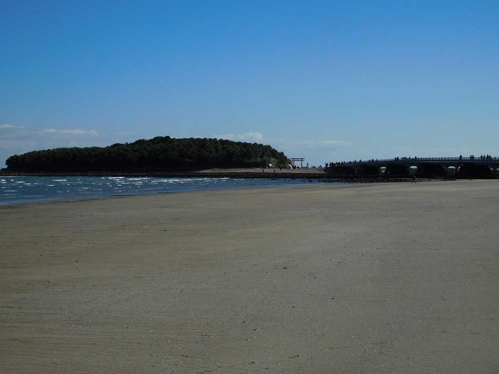 青島・青島海水浴場も全貌を見渡すことができます