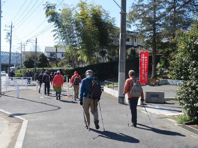 杉山神社前をウォーキング