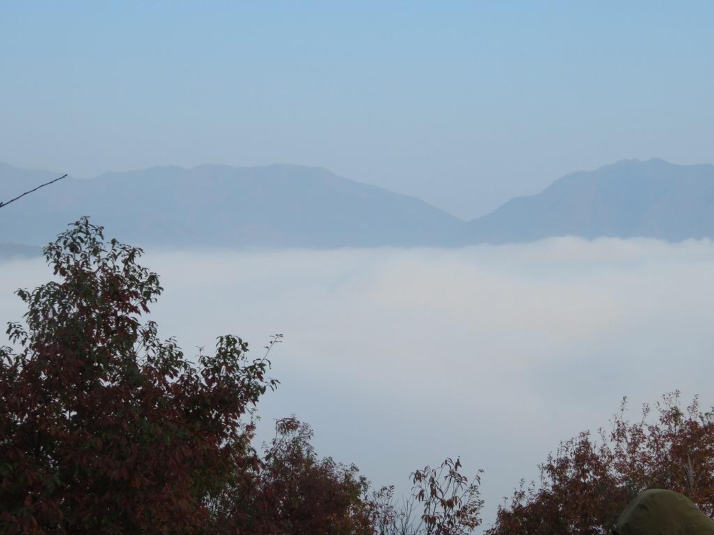 最初は濃霧