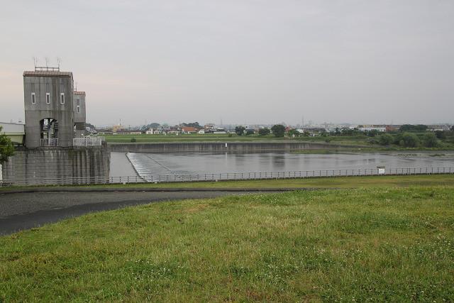 集合場所「二ケ領せせらぎ館」横の多摩川