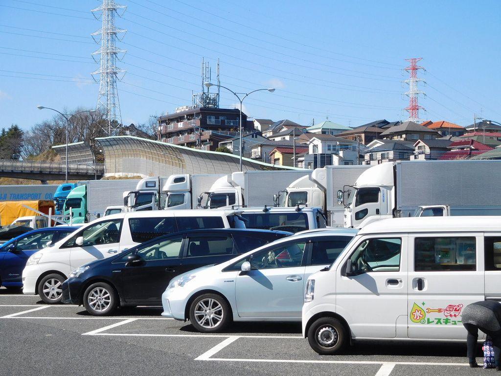 港北PAの駐車場は満車状態です