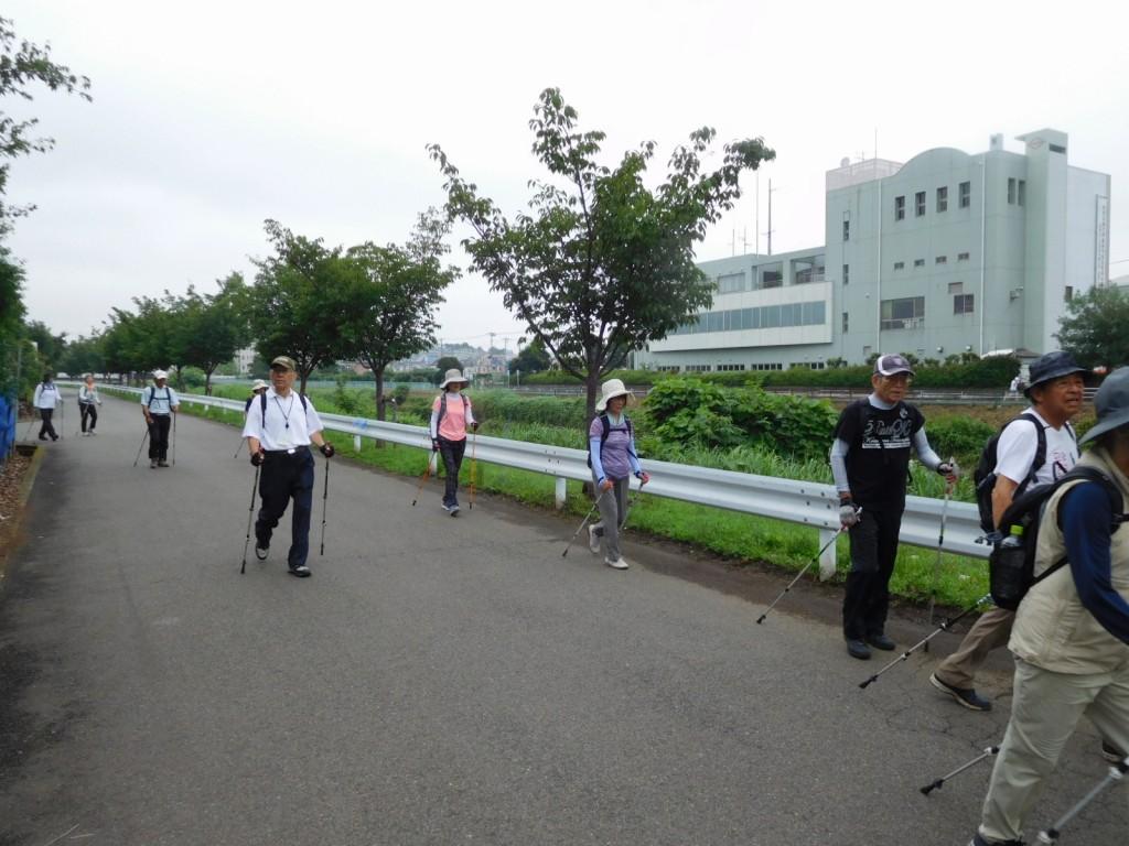 鶴見川に到着 市ヶ尾第三公園を目指します