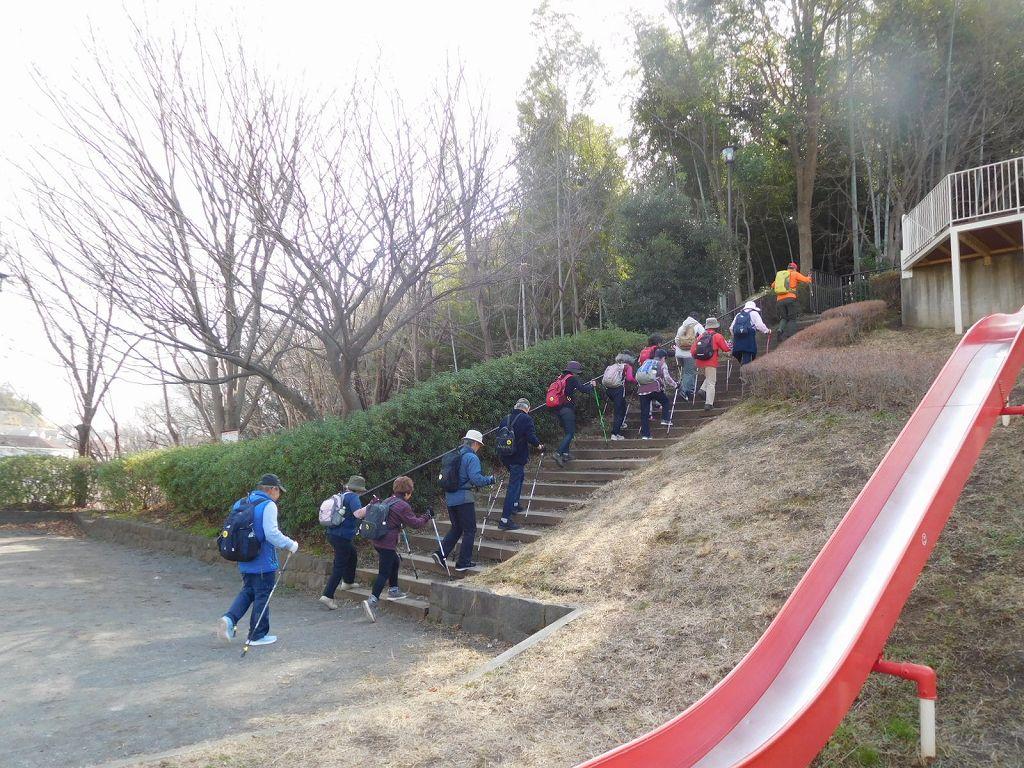 TTさんの希望で階段の多い方を歩く
