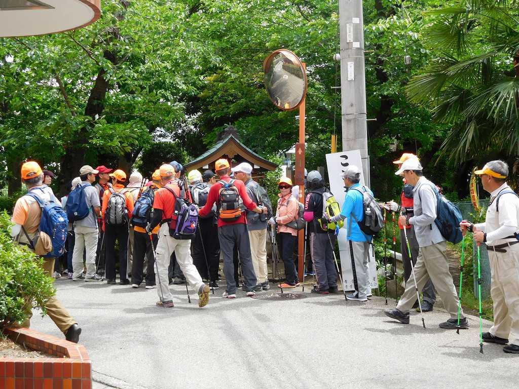 荏田下宿の庚申塔 江戸を発った旅人の一日目の宿場入口の道標にもなった