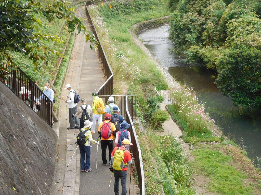 黒須田川に別れを告げる階段を登ります