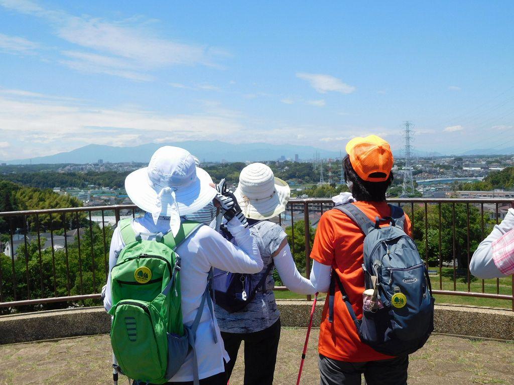 川和富士公園から富士山を望むも見えず 残念!! 今朝は見えてましたが・・・